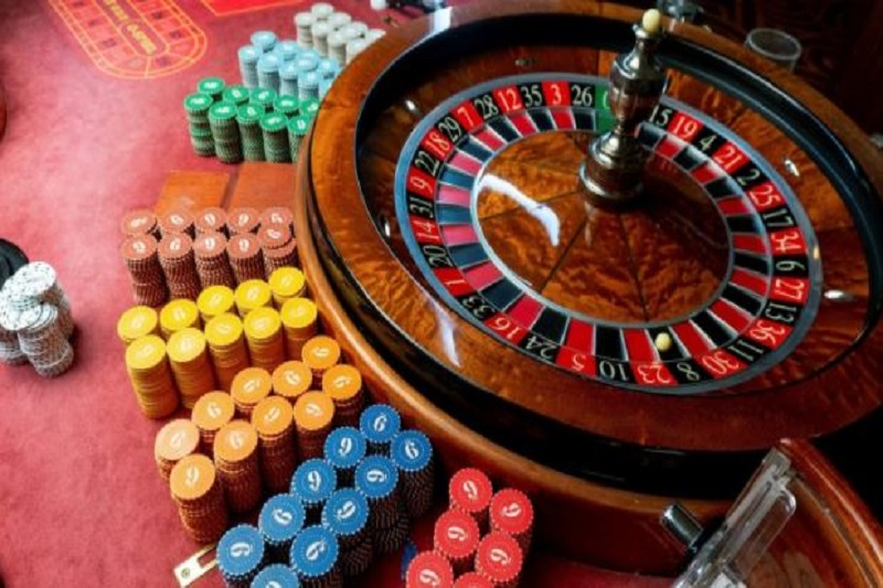 How One Can Become Profitable From The Online Gambling Phenomenon